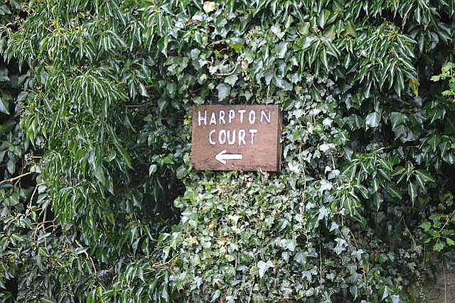 harptoncourtsign